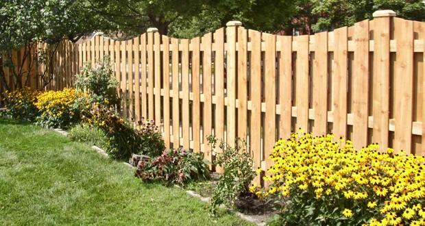 Забор из деревянного штакетника для ограждения сада. Изготовление и установка.